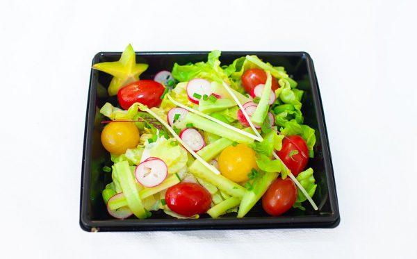 LECOMTE TRAITEUR Mesclun de jeunes pousses, tomate cerise, concombre, fève, sauce vinaigrette