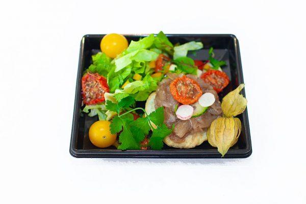 LECOMTE TRAITEUR Tatin d'oignons confits et sa verdurette